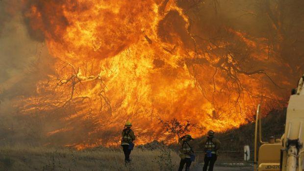 Incendio en California deja al menos 10 muertos
