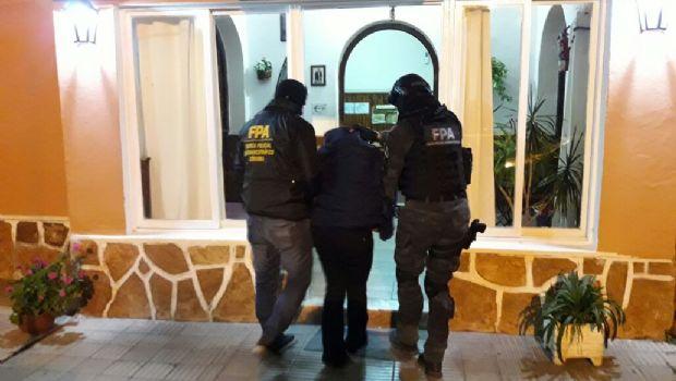 Detuvieron a una pareja que hacía delivery de droga en Villa Giardino