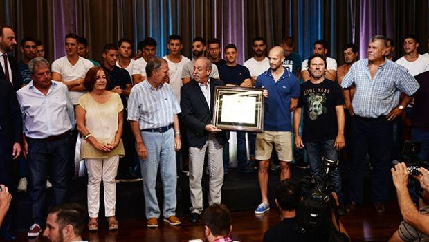 Reconocen a Racing de Córdoba tras lograr el ascenso al Federal A