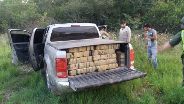 Hallaron un cargamento de marihuana en una camioneta abandonada