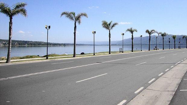 """Denuncian que se corren """"picadas"""" en la costanera de Carlos Paz"""
