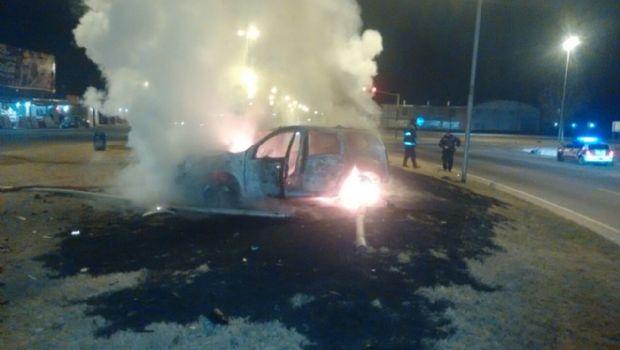 Rescataron de las llamas a un conductor en Córdoba
