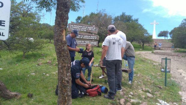 Una mujer se desvaneció cuando subía al Cerro de la Cruz